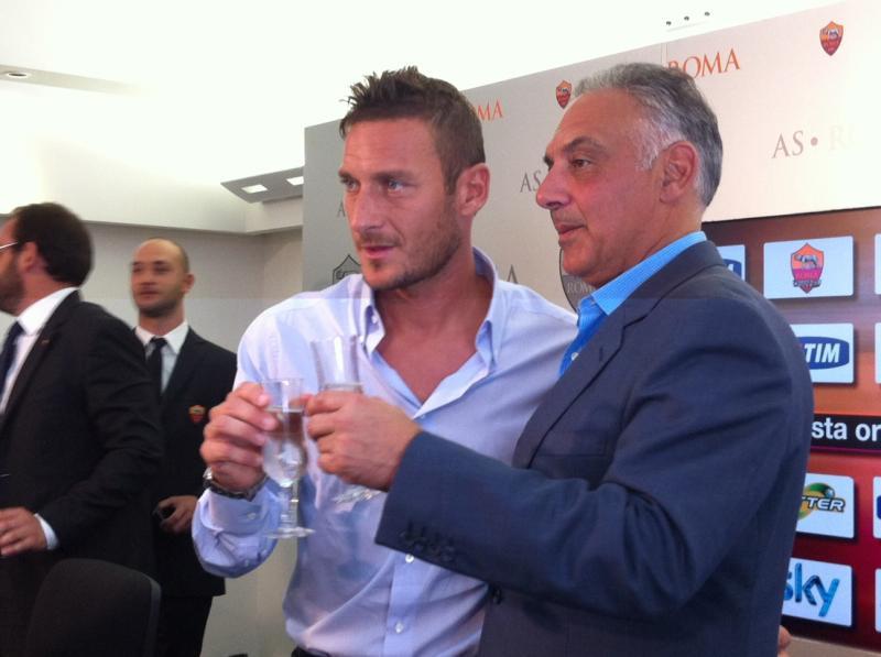 Totti und Pallotta stossen an