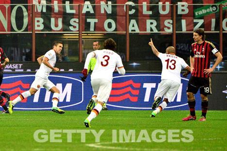 Strootman, Dodò und Maicon feiern das 2-1 (getty images)