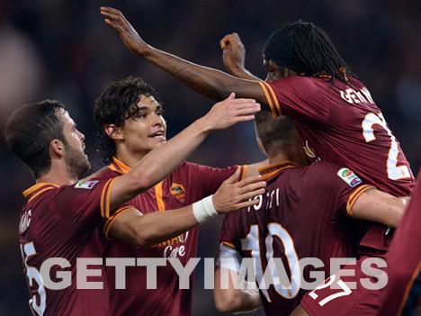 Die Spieler feiern das 2-0 von Gervinho (getty images)