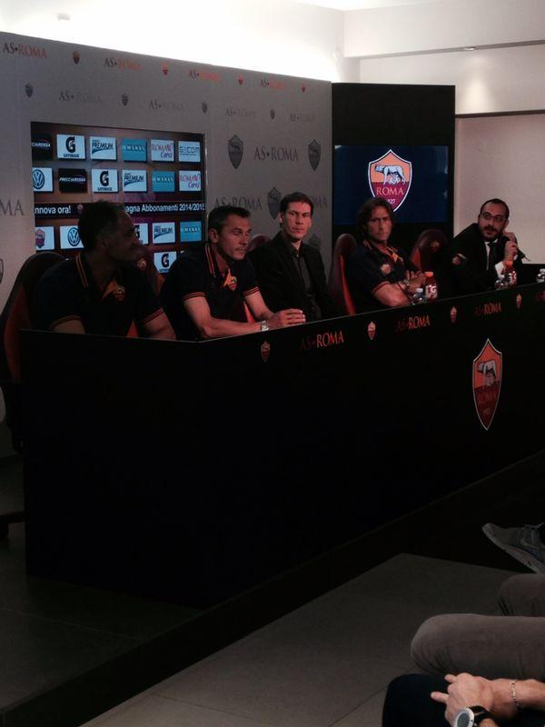 Der Trainerstab bei der Pressekonferenz